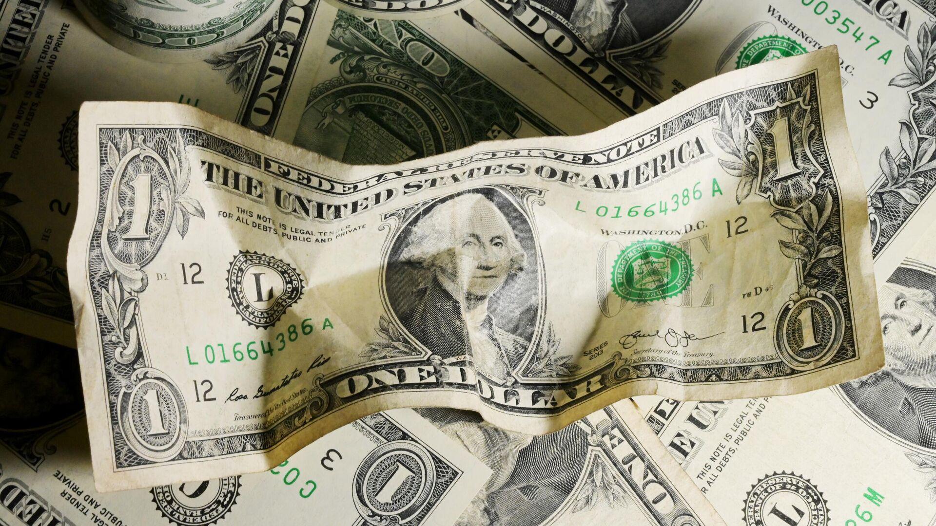 Финансист объяснил, почему доллар уже не тот, что 30 лет назад