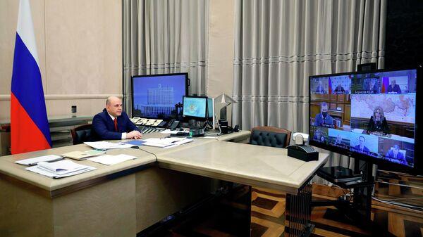 Председатель правительства РФ Михаил Мишустин проводит оперативное совещание в режиме видеоконференции