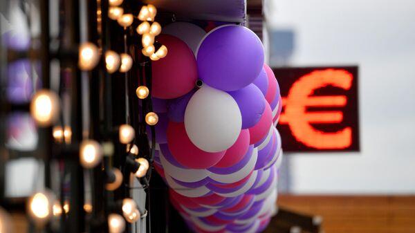 Электронное табло с символикой евро в Москве