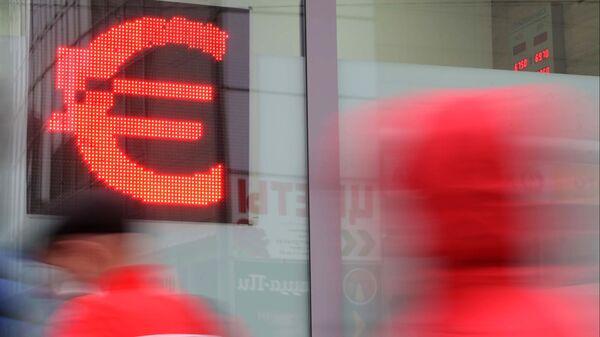 Курс евро превысил 88 рублей впервые с марта