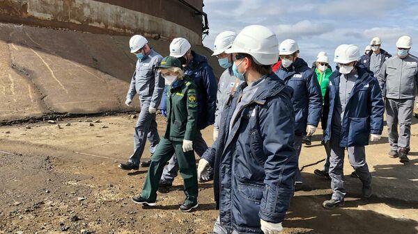 Руководитель Федеральной службы по надзору в сфере природопользования Светлана Радионова во время осмотра норильской ТЭЦ-3
