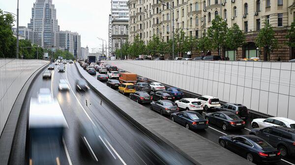 Движение автомобилей на Садовом кольце в Москве
