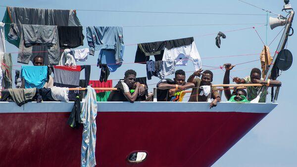 Лодка с мигрантами у берегов Мальты