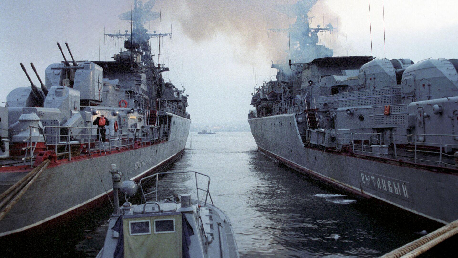 Корабли на военно-морской базе Черноморского флота в Севастополе - РИА Новости, 1920, 17.06.2020
