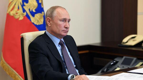 Президент РФ Владимир Путин во время встречи с представителями общественных организаций, работающих в сфере экологии и зоозащиты