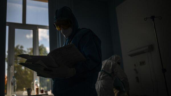 Врач в госпитале COVID-19