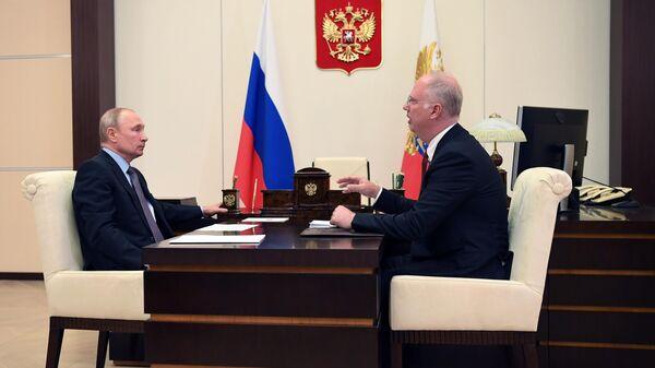 Президент РФ Владимир Путин и генеральный директор РФПИ Кирилл Дмитриев во время встречи