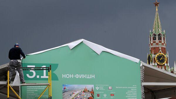 Монтаж павильона к книжному фестивалю Красная площадь