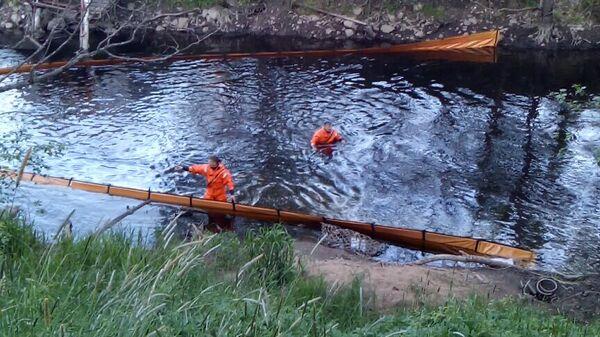 Ликвидация последствия утечки мазута в Новгородской области