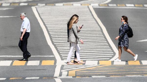 Пешеходы на улице в Москве