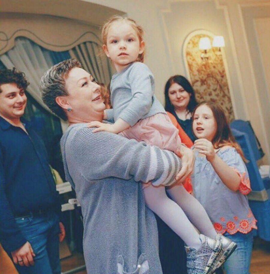 Мария Аронова с внучкой Тоней