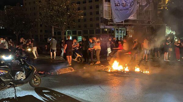 Участники массовых волнений в Бейруте