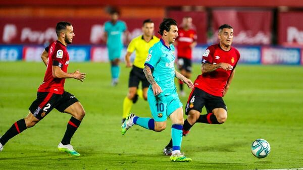 Нападающий Барселоны Лионель Месси в матче против Мальорки