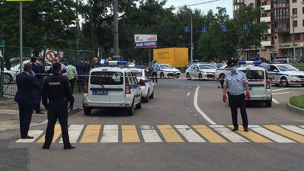Место вооруженного нападения на полицейских на Ленинском проспекте