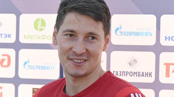 Игрок сборной России Далер Кузяев