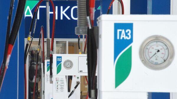 Заправочные колонки на газозаправочной станции