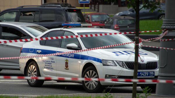 Автомобиль Дорожно-постовой службы на месте стрельбы на Ленинском проспекте