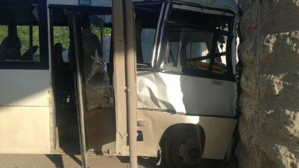Автобус, который врезался в опору моста в Туле