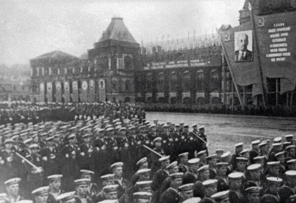 Церемониальный марш сводных полков фронтов на Красной площади 24 июня 1945 года