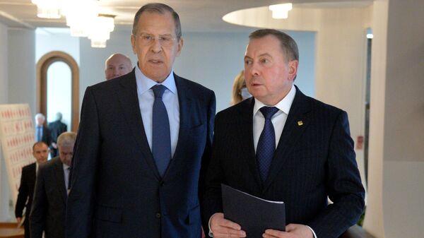 Министр иностранных дел России Сергей Лавров и министр иностранных дел Белоруссии Владимир Макей во время встречи в Минске