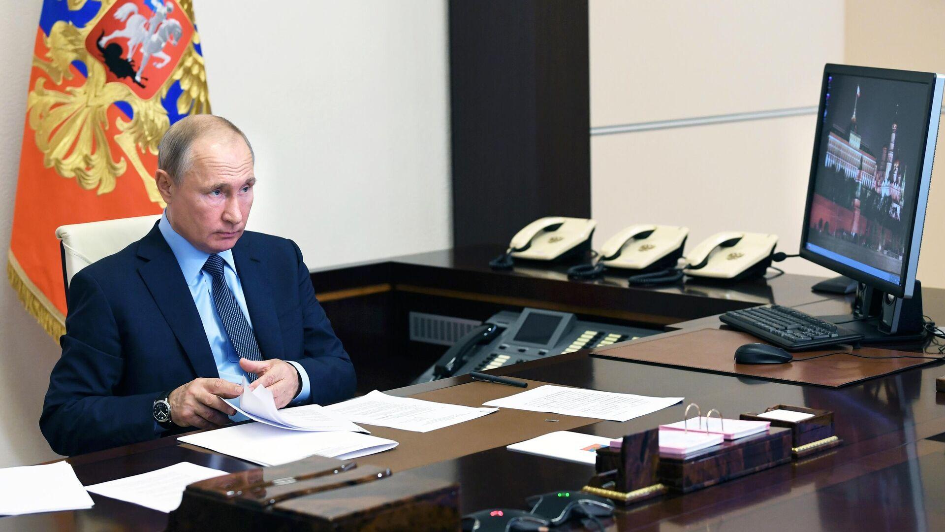 Президент РФ Владимир Путин во время встречи с медицинскими работниками в режиме видеоконференции - РИА Новости, 1920, 29.06.2020