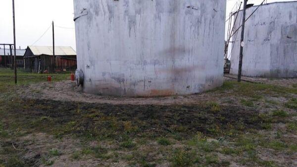 Резервуар на дизельной электростанции в Среднеколымском районе Якутии