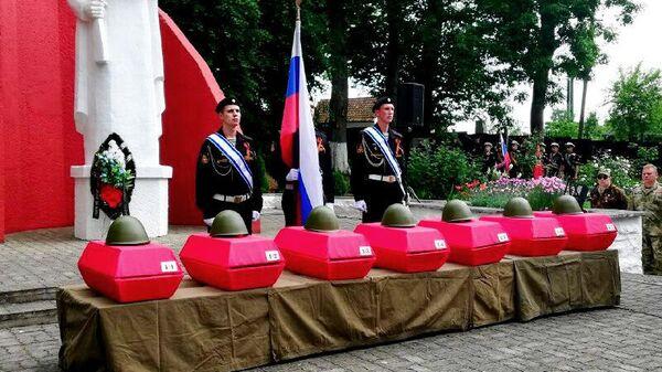 Церемония перезахоронения останков советских воинов, павших при взятии Фишхаузена, в Приморске