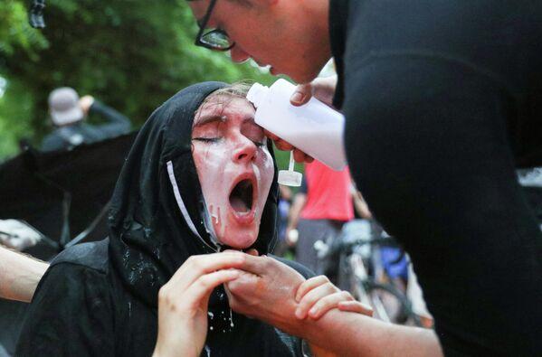 Участники акции протеста возле Белого дома на площади Лафайетт, Вашингтон