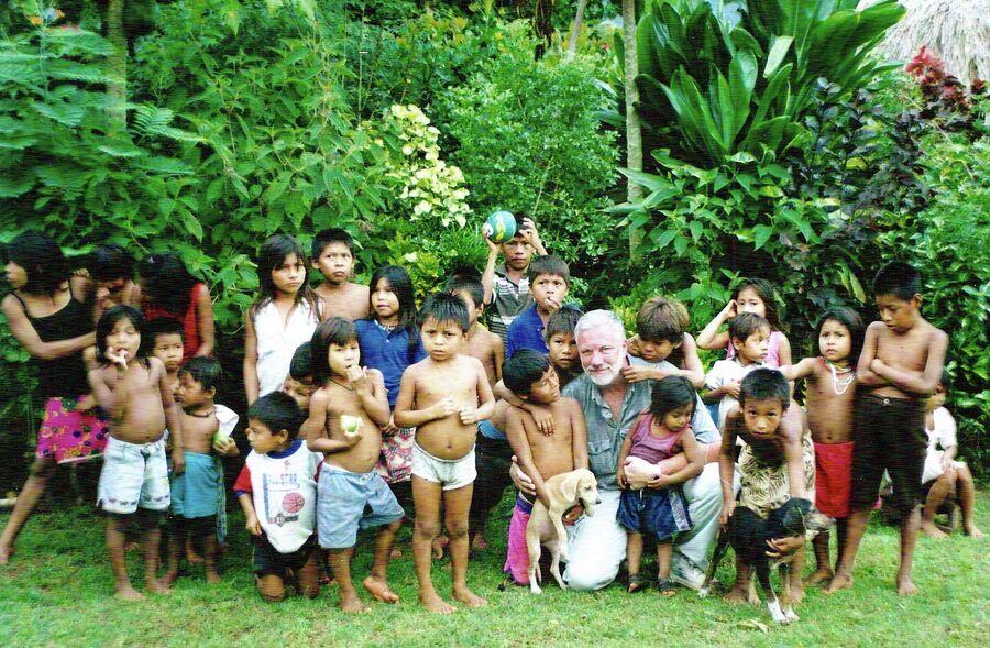 Дмитрий Крылов  с племенем моги в Панаме