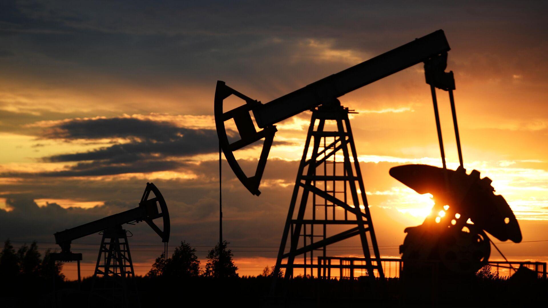 Нефтедобывающим странам предрекли проблемы из-за Байдена