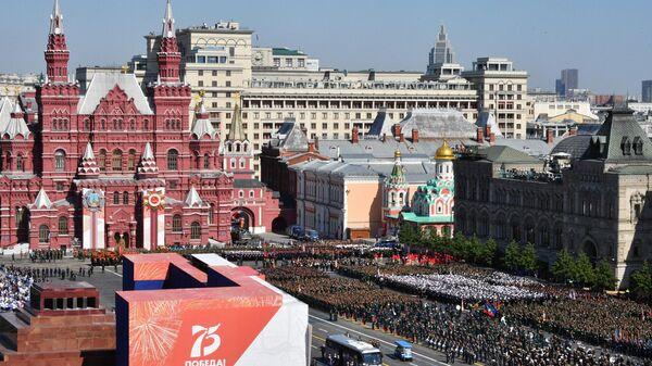 Военнослужащие парадных расчетов перед началом военного парада в ознаменование 75-летия Победы в Великой Отечественной войне 1941-1945 годов на Красной площади в Москве
