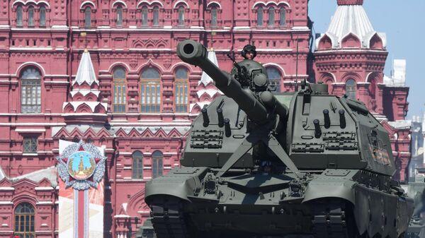 Самоходная артиллерийская установка (САУ) Мста-СМ во время военного парада в ознаменование 75-летия Победы в Великой Отечественной войне 1941-1945 годов на Красной площади в Москве