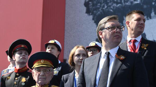 Президент Сербии Александр Вучич (справа на первом пдане) во время военного парада в ознаменование 75-летия Победы в Великой Отечественной войне 1941-1945 годов на Красной площади в Москве