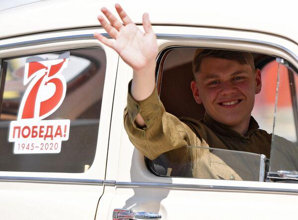 Артист на военном параде в ознаменование 75-летия Победы в Великой Отечественной войне 1941-1945 годов на площади Свободы в Казани