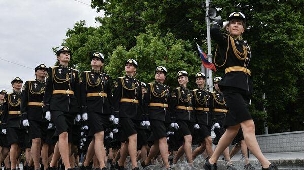 Военнослужащие парадных расчетов на военном параде в ознаменование 75-летия Победы в Великой Отечественной войне 1941-1945 годов в Севастополе