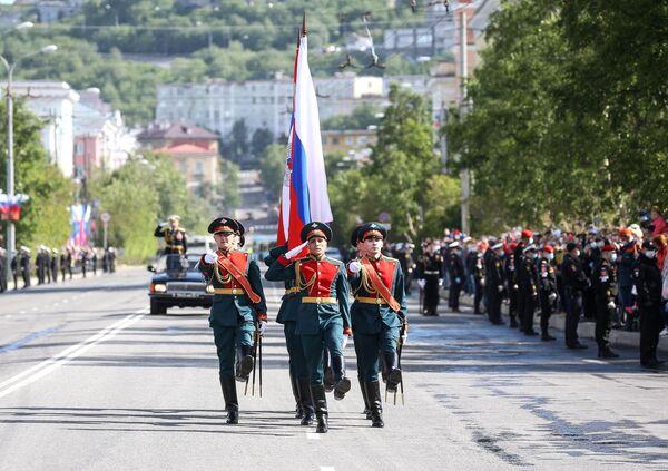 Военнослужащие парадных расчетов на военном параде на военном параде в ознаменование 75-летия Победы в Великой Отечественной войне 1941-1945 годов в Мурманске
