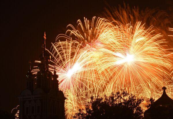 Праздничный салют в Москве в честь 75-летия Победы в Великой Отечественной войне 1941-1945 годов