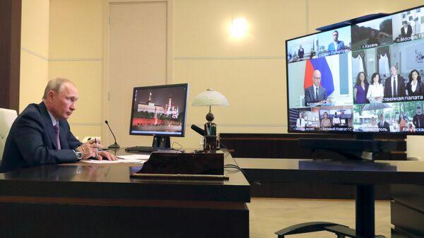 Президент РФ Владимир Путин проводит встречу с членами Общественной палаты