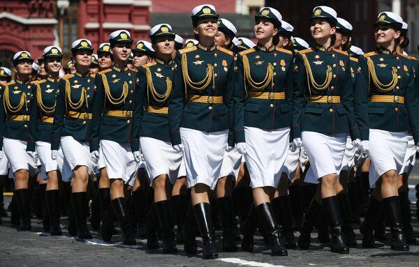 Военнослужащие во время военного парада в ознаменование 75-летия Победы в Великой Отечественной войне 1941-1945 годов на Красной площади в Москве