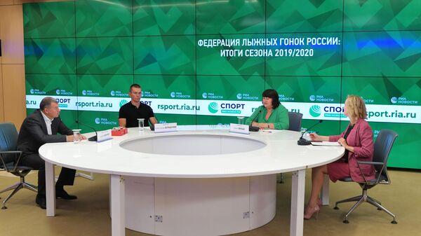 Андрей Бокарев, Александр Большунов и Елена Вяльбе (слева направо)