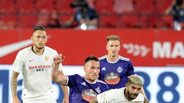 Игровой момент матча Севилья - Вальядолид