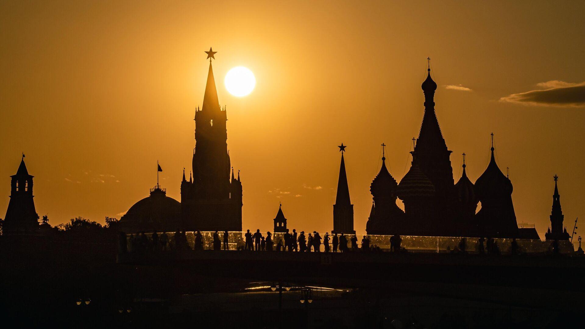 Закат солнца на фоне Кремля - РИА Новости, 1920, 10.09.2021