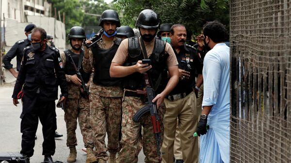 Полиция на месте нападения на Пакистанскую фондовую биржу в Карачи