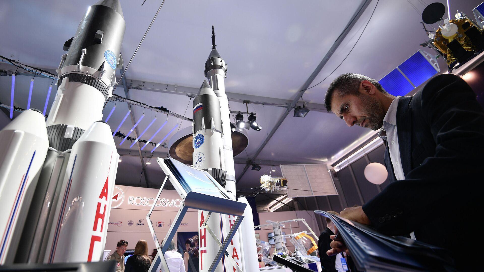 Макеты ракетоносителей Ангара-А5 на стенде Роскосмоса  - РИА Новости, 1920, 06.08.2020