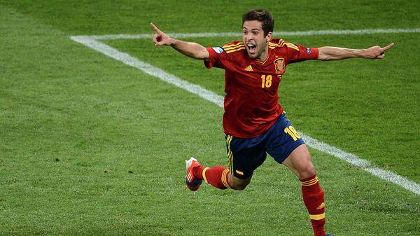Защитник сборной Испании Жорди Альба радуется голу в финале ЕВРО-2012