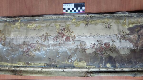 Фрагмент подлинной отделки Фарфорового будуара, найденный при реставрации интерьеров дворца Юсуповых на набережной реки Мойки в Санкт-Петербурге