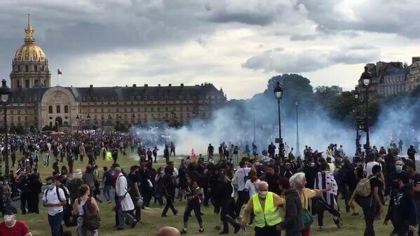 Беспорядки в Париже во время акции протеста медицинских работников