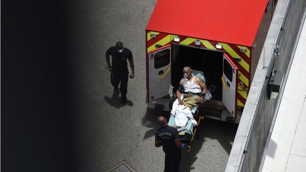 Скорая помощь доставила пациента в отделение неотложной помощи методистской больницы Хьюстона