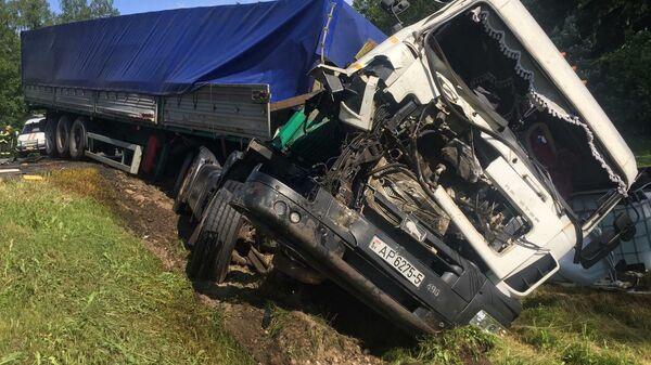 Последствия ДТП с участием грузового автомобиля в Московской области