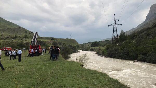 Поисково-спасательные работы в Эльбрусском районе  вдоль прибрежной линии и реки Баксан